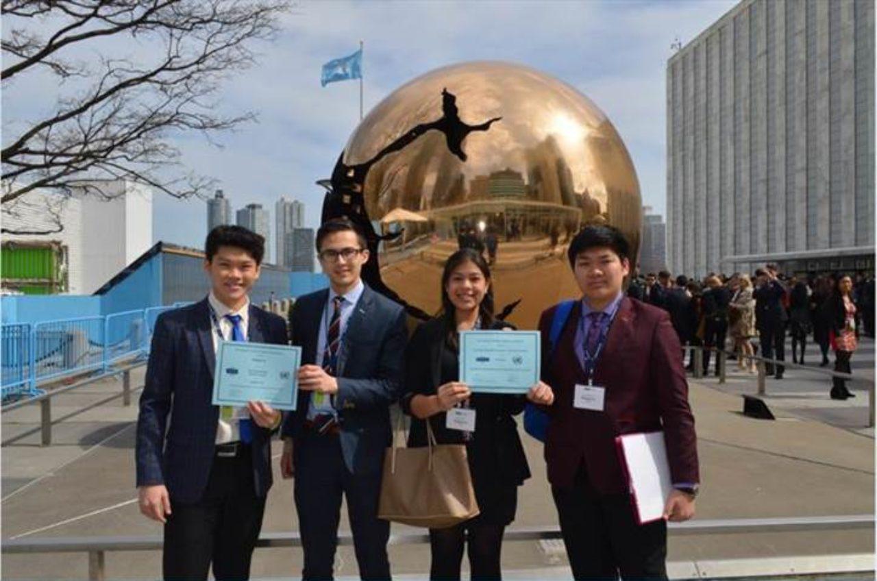 vancouver students winning an award at national model united nations