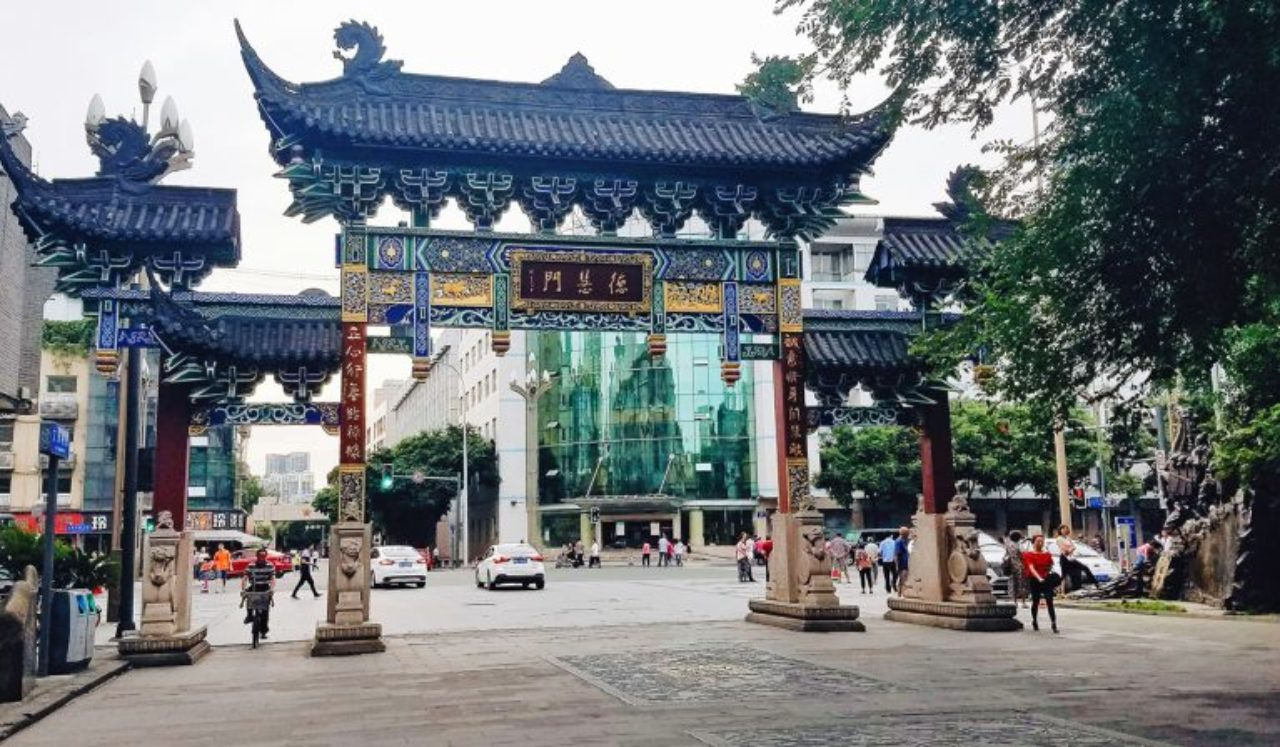 Students have downtime between classes and interning, and often choose to use it to explore local neighborhoods in Chengdu.