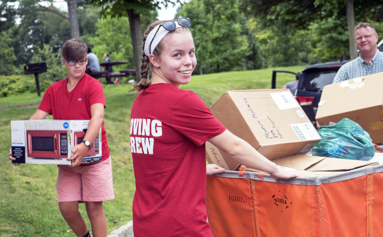 More than 2,000 students moved into FDU residence halls over the weekend with help from volunteers and family.