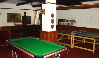 Wroxton 10 gameroom FULL