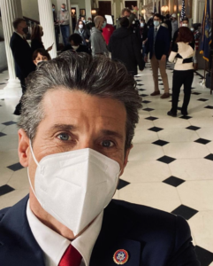 Patrick Dempsey takes a selfie in FDU's Hennessy Hall.